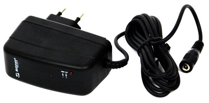 Адаптер SIGMA для аккумулятора IION 220вольт, чёрный, SIG_17420