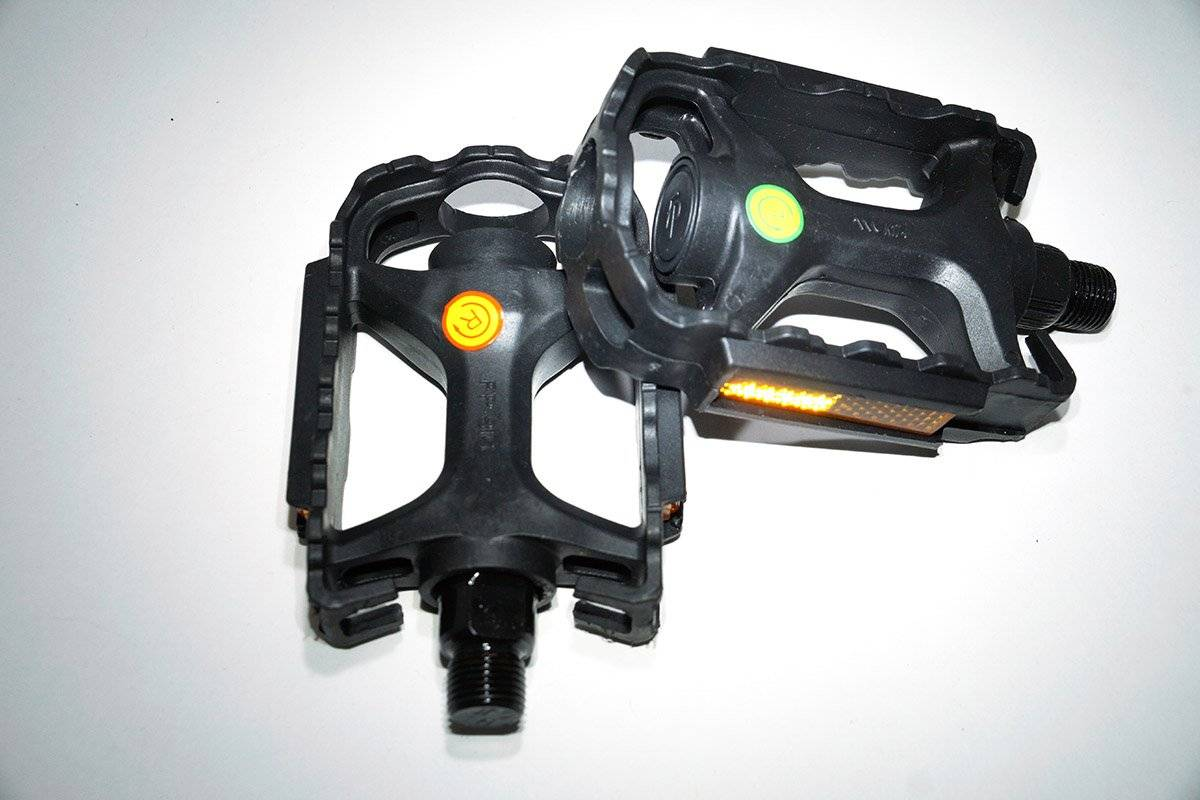 Педали велосипедные FEIMIN FP-815, 105*74 мм, моноблок пластик, стальная ось, 307гр, черные