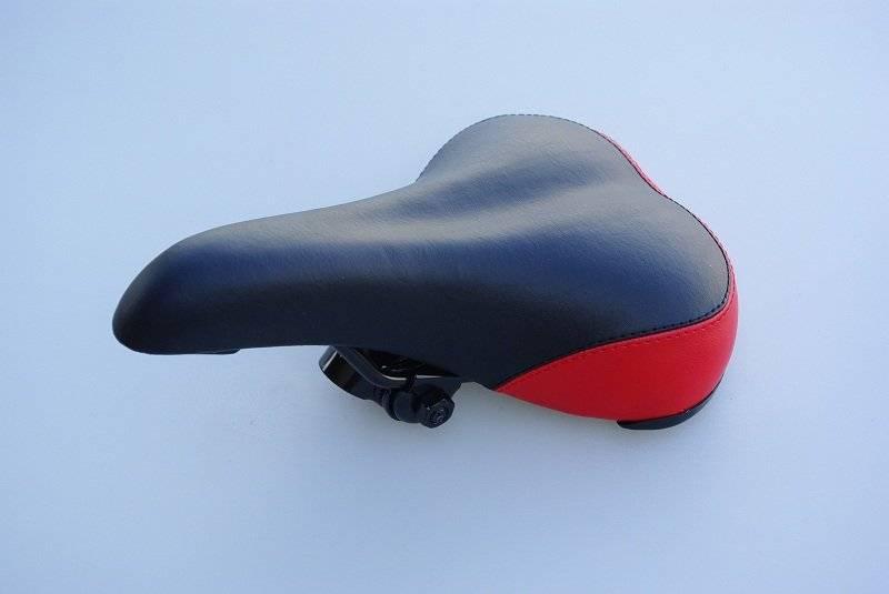 Фото - Седло велосипедное STARK 6015 MTB 265*170mm, пластиковый бампер, с креплением, черно\красное велосумка под седло stark g 2 средняя с чехлом от дождя черно бежевая g 2